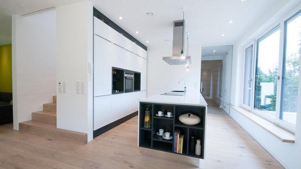 Modern Küche by tobiasweigel architektur
