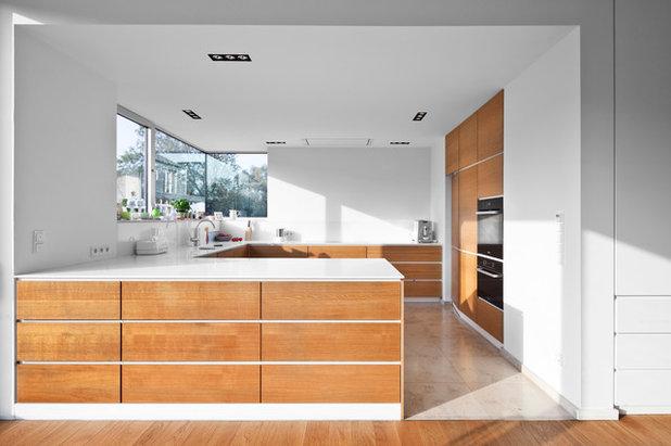 Modern Küche by Corneille Uedingslohmann Architekten