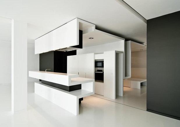 Contemporary Kitchen by Sebastian Greuner Photographie