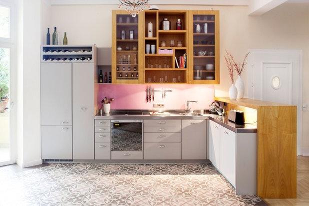 eine k che aus zitronenholz mit einem tresen als raumteiler. Black Bedroom Furniture Sets. Home Design Ideas