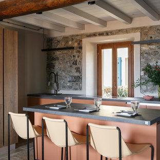 Foto di una piccola cucina mediterranea