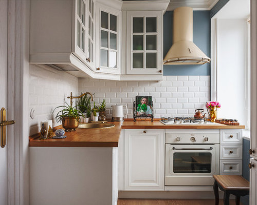 Small Farmhouse Kitchen Pictures L Shaped Medium Tone Wood Floor