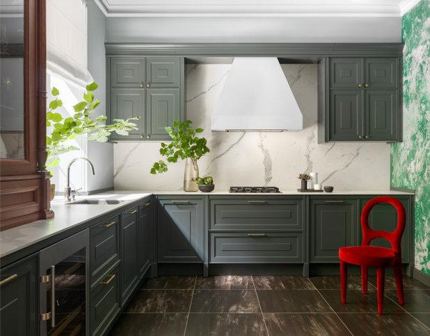 Современная классика Кухня by Design by Dascha Mayer