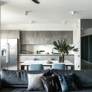 Создайте стильный интерьер: линейная кухня-гостиная в современном стиле с накладной раковиной, плоскими фасадами, серыми фасадами, белым фартуком, белой столешницей, фартуком из каменной плиты, техникой из нержавеющей стали, полом из керамогранита и серым полом без острова - последний тренд