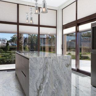 Источник вдохновения для домашнего уюта: кухня в современном стиле с накладной раковиной, плоскими фасадами, островом и серым полом