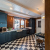 Кухня недели: Бело-синяя кухня в скандинавском стиле на старой даче