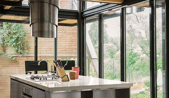 Деревянный дом + кухня из нержавеющей стали