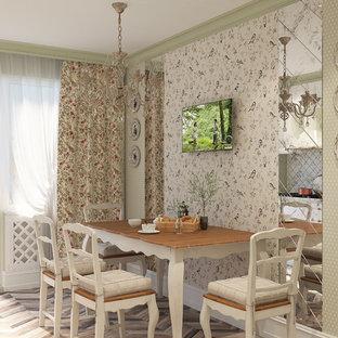 他の地域のシャビーシック調のおしゃれな独立型キッチン (レイズドパネル扉のキャビネット、白いキャビネット、人工大理石カウンター、白いキッチンパネル、セラミックタイルのキッチンパネル、白い調理設備、ラミネートの床、黒いキッチンカウンター) の写真