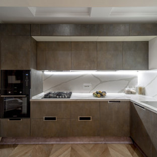 Design ideas for a mid-sized contemporary l-shaped separate kitchen in Moscow with flat-panel cabinets, grey cabinets, grey splashback, panelled appliances, no island, brown floor, grey benchtop and coffered.