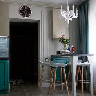 Стильный дизайн: кухня среднего размера в стиле современная классика с двойной раковиной, фасадами с выступающей филенкой, бирюзовыми фасадами, столешницей из акрилового камня, синим фартуком, фартуком из керамической плитки, черной техникой, полом из керамической плитки, серым полом и серой столешницей - последний тренд
