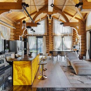 На фото: кухня-гостиная в стиле рустика с фасадами в стиле шейкер, черными фасадами, цветной техникой, островом, бежевой столешницей, балками на потолке, сводчатым потолком и деревянным потолком с