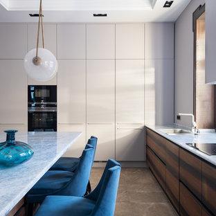 Источник вдохновения для домашнего уюта: кухня в современном стиле с врезной раковиной и темными деревянными фасадами