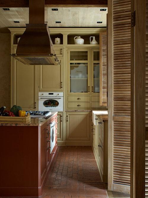 Foton och inspiration för medelhavsstil l-kök i Moskva