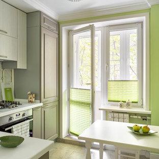 Идея дизайна: отдельная, угловая кухня в современном стиле с белым фартуком, фартуком из плитки кабанчик, техникой из нержавеющей стали, бежевым полом, белой столешницей, плоскими фасадами и светлыми деревянными фасадами
