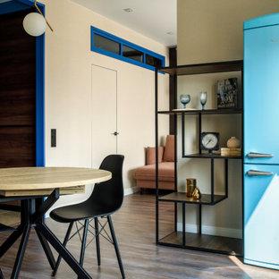 Свежая идея для дизайна: маленькая кухня в современном стиле - отличное фото интерьера