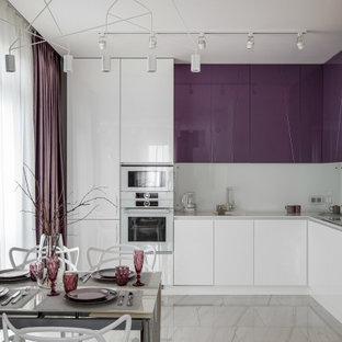 Стильный дизайн: кухня среднего размера в современном стиле - последний тренд