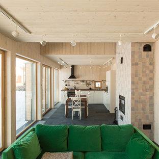 Idee per una cucina abitabile scandinava di medie dimensioni con pavimento in ardesia e pavimento nero