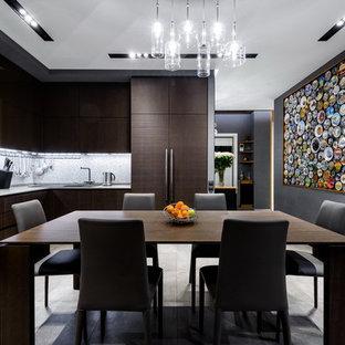 Удачное сочетание для дизайна помещения: отдельная, угловая кухня в современном стиле с накладной раковиной, плоскими фасадами, темными деревянными фасадами, серым фартуком и фартуком из плитки мозаики без острова - самое интересное для вас