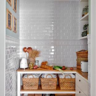 Источник вдохновения для домашнего уюта: кухня в стиле современная классика с кладовкой