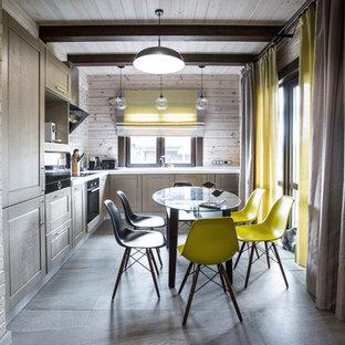 Свежая идея для дизайна: угловая кухня-гостиная в стиле современная классика с фасадами в стиле шейкер, серыми фасадами, черной техникой и серым полом без острова - отличное фото интерьера