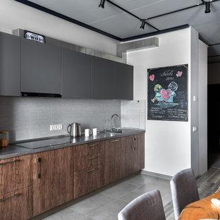 Küchen mit Laminat-Arbeitsplatte und Küchenrückwand in Grau Ideen ...