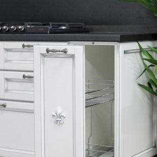 モスクワの小さいコンテンポラリースタイルのおしゃれなL型キッチン (ラミネートカウンター、白いキッチンパネル、レンガのキッチンパネル) の写真