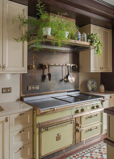 Современная классика Кухня by Pugachevich Studio