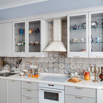 Кухня с лавандовыми стенами