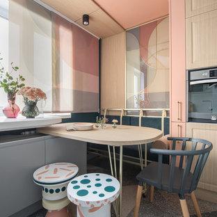 На фото: кухня в стиле фьюжн с серыми фасадами, столешницей из акрилового камня, плоскими фасадами и разноцветным полом