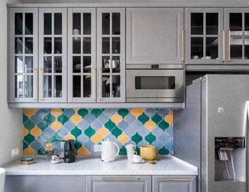 """Кухонный фартук из керамической плитки ручной работы """"Арабеска""""."""