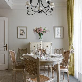 Стильный дизайн: отдельная кухня среднего размера в классическом стиле с мраморным полом и бежевым полом - последний тренд