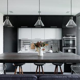 Пример оригинального дизайна: линейная кухня-гостиная в современном стиле с плоскими фасадами, черными фасадами и белым фартуком