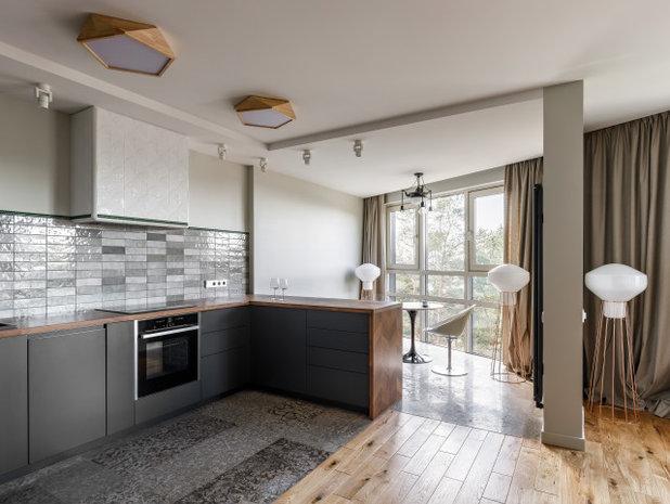 Современный Кухня by Remodel