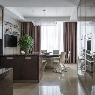 Foto di una cucina contemporanea di medie dimensioni con lavello sottopiano, ante lisce, ante marroni, top in marmo, paraspruzzi marrone, paraspruzzi in marmo, pavimento in marmo, penisola e pavimento beige