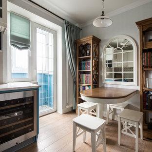 Стильный дизайн: кухня в классическом стиле с синими фасадами - последний тренд