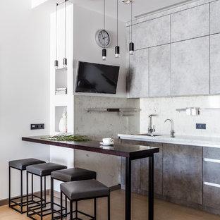 На фото: прямая кухня в современном стиле с плоскими фасадами, серыми фасадами, бежевым полом и полуостровом