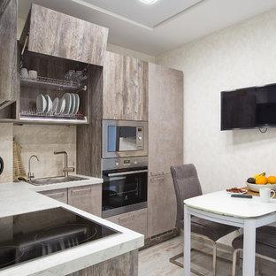 Cette image montre une petite cuisine design en L fermée avec un évier posé, un placard à porte plane, des portes de placard marrons, un plan de travail en carrelage, une crédence beige, une crédence en marbre, un électroménager en acier inoxydable, sol en stratifié, aucun îlot, un sol blanc et un plan de travail gris.