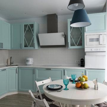 Мятная кухня с рамочными фасадами