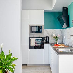 Удачное сочетание для дизайна помещения: угловая кухня в скандинавском стиле с накладной раковиной, плоскими фасадами, белыми фасадами, белым фартуком, техникой из нержавеющей стали, бежевым полом и серой столешницей без острова - самое интересное для вас