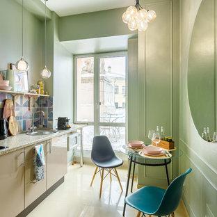 Свежая идея для дизайна: отдельная, линейная кухня в современном стиле с накладной раковиной, плоскими фасадами, бежевыми фасадами, разноцветным фартуком, бежевым полом и разноцветной столешницей без острова - отличное фото интерьера
