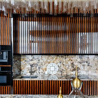 Свежая идея для дизайна: кухня в современном стиле с врезной раковиной, фасадами цвета дерева среднего тона и разноцветной столешницей - отличное фото интерьера