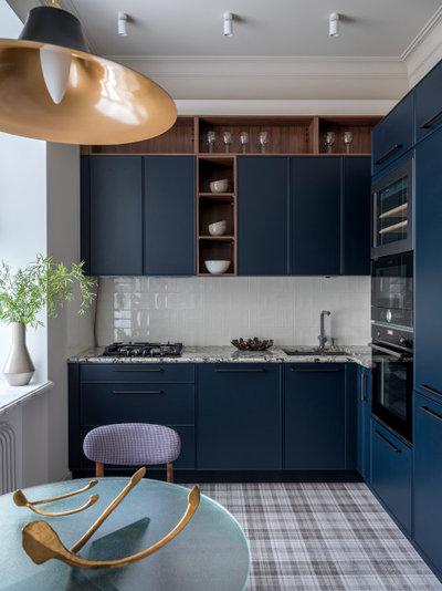 Transitional Kitchen by Анна Кларк