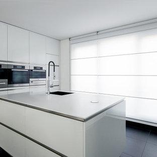 На фото: кухня в стиле модернизм с