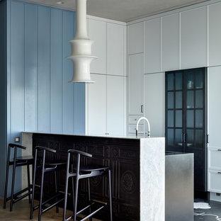 Неиссякаемый источник вдохновения для домашнего уюта: кухня в современном стиле с фасадами с декоративным кантом и полуостровом