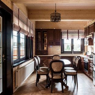 モスクワの中サイズのカントリー風おしゃれなキッチン (アンダーカウンターシンク、レイズドパネル扉のキャビネット、茶色いキャビネット、人工大理石カウンター、シルバーの調理設備の、磁器タイルの床、アイランドなし、茶色い床、ベージュのキッチンカウンター) の写真