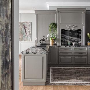 На фото: п-образная кухня в стиле неоклассика (современная классика) с накладной раковиной, фасадами с выступающей филенкой, серыми фасадами, серым фартуком, полуостровом, серым полом, серой столешницей, мраморной столешницей и мраморным полом с