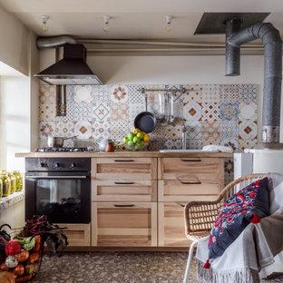 Идея дизайна: маленькая прямая кухня в стиле кантри с накладной раковиной, фасадами в стиле шейкер, бежевыми фасадами, деревянной столешницей, разноцветным фартуком, фартуком из плитки мозаики, серым полом и бежевой столешницей без острова