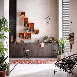 Идея дизайна: прямая кухня среднего размера в современном стиле с темными деревянными фасадами и плоскими фасадами