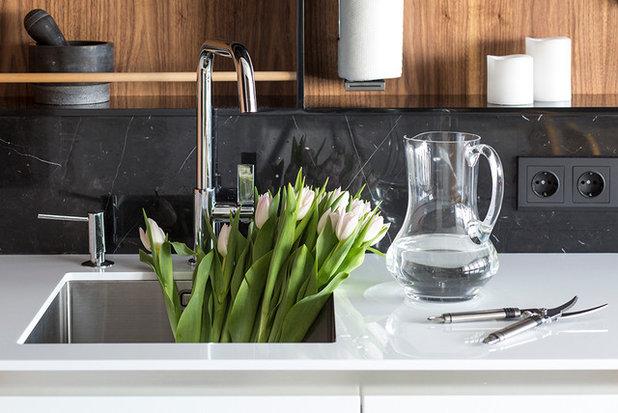 Contemporary Kitchen by Однушечка | Odnushechka