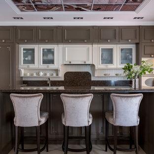 Пример оригинального дизайна: прямая кухня-гостиная в стиле неоклассика (современная классика) с фасадами с утопленной филенкой, коричневыми фасадами, коричневым фартуком, белой техникой, островом и коричневой столешницей